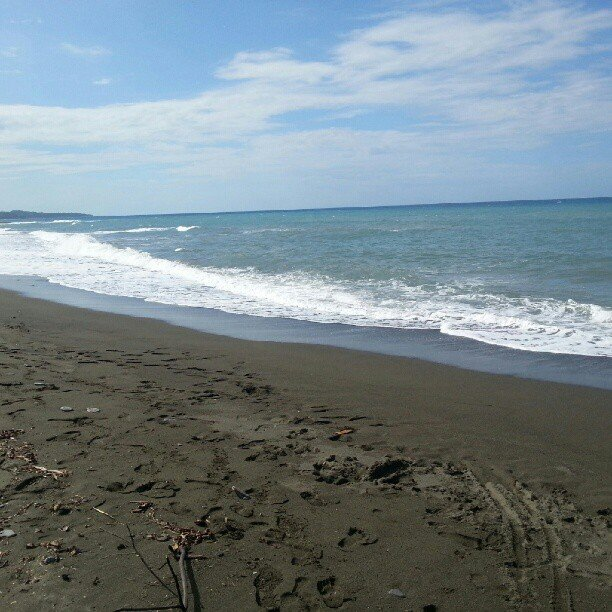 Black Sand Beach Across from Somerset Falls