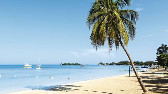 The pristine Negril 7 mile beach